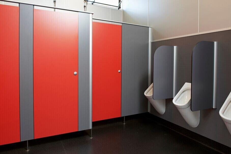 Почему туалетные перегородки из HPL так популярны